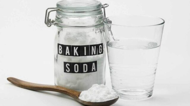baking-soda-water-and-wooden-spoon